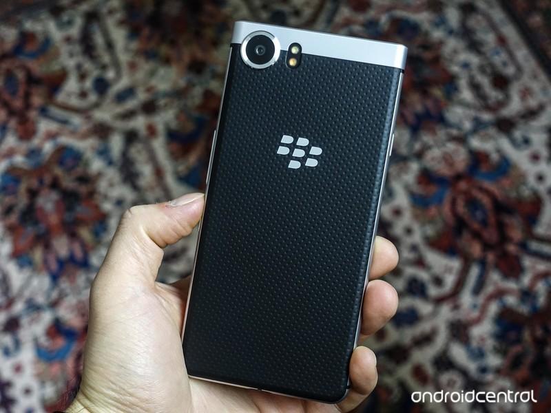 blackberry-keyone-review-5.jpg?itok=rnpz