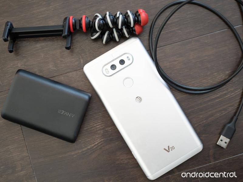 lg-v20-accessories.jpg?itok=8qGyyU5_