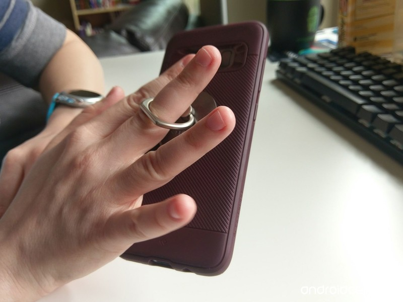 spigen-style-ring-in-hand-loose.jpg?itok
