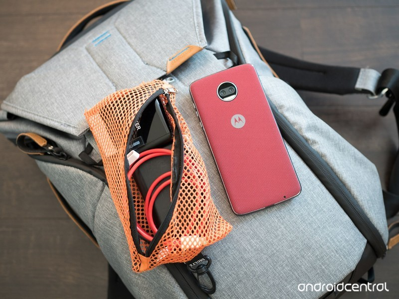moto-z2-force-accessories-bag.jpg?itok=R