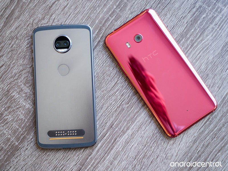 moto-z2-force-vs-htc-u11-7.jpg?itok=jib5