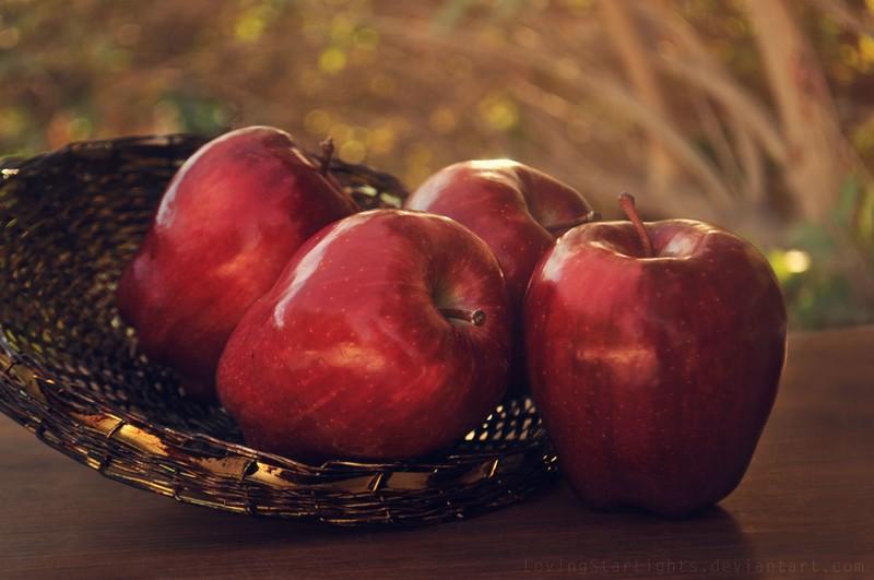 apples_by_lovingstarlights-d5yr0ap.jpg?i