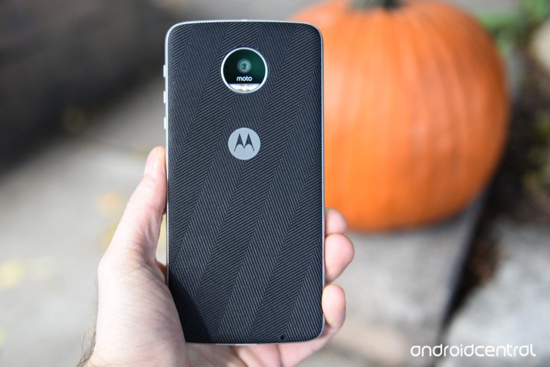 moto-z-play-review-2.jpg?itok=uncdW2vy