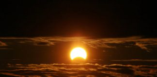 An astronomer at your fingertips: The 6 best solar eclipse apps