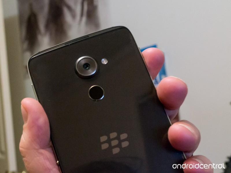 blackberry-dtek60-5.jpg?itok=uQEvnovl