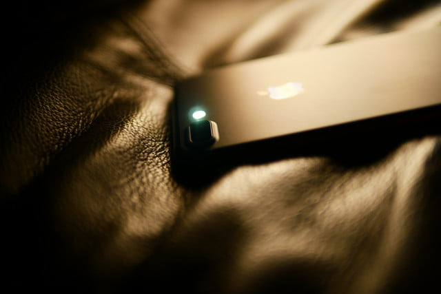 How to turn on the flashlight faster on an iPhone