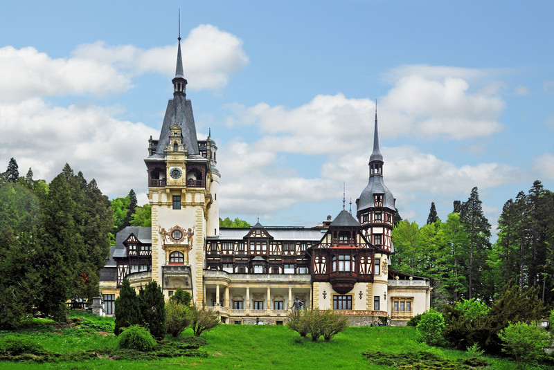 peles-castle-wall.jpg?itok=HFeuZFCs