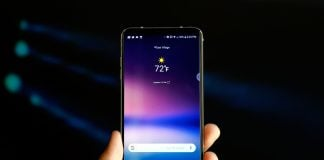 LG's V30 will be available in the US on October 5th