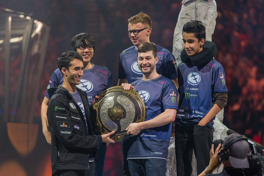 Evil_Geniuses_with_the_Aegis_at_The_Inte