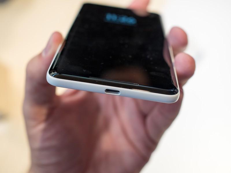 google-pixel-2-xl-white-hands-on-2.jpg?i