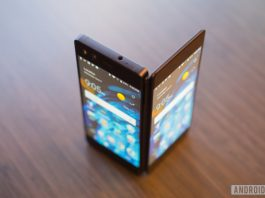 ZTE Axon M hands-on: two screens for twice the fun!