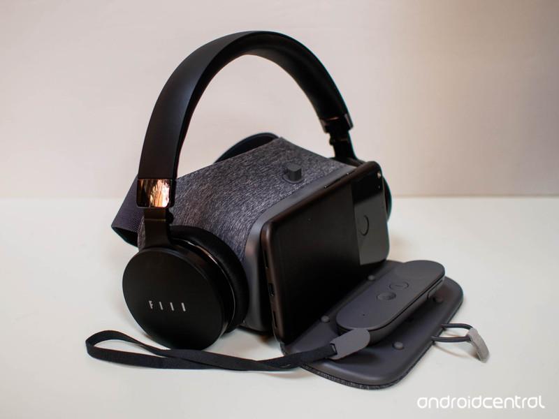 daydream-headphone.jpg?itok=d5teoTB_