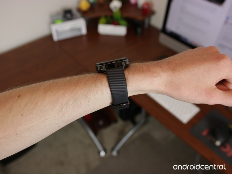 Samsung-Gear-Sport-On-Wrist-From-Angle_0