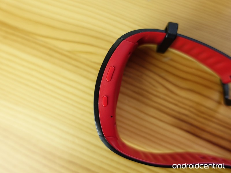 Samsung-Gear-Fit2-Pro-review-3_0.jpg?ito