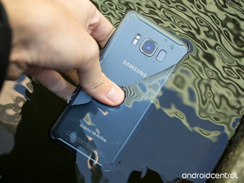 galaxy%20-s8-active-in-water.jpg?itok=XJ