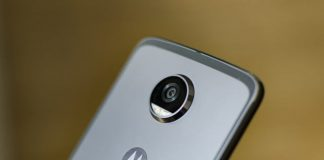 Motorola doubles up as U.S. smartphone shipments dip 2 percent overall