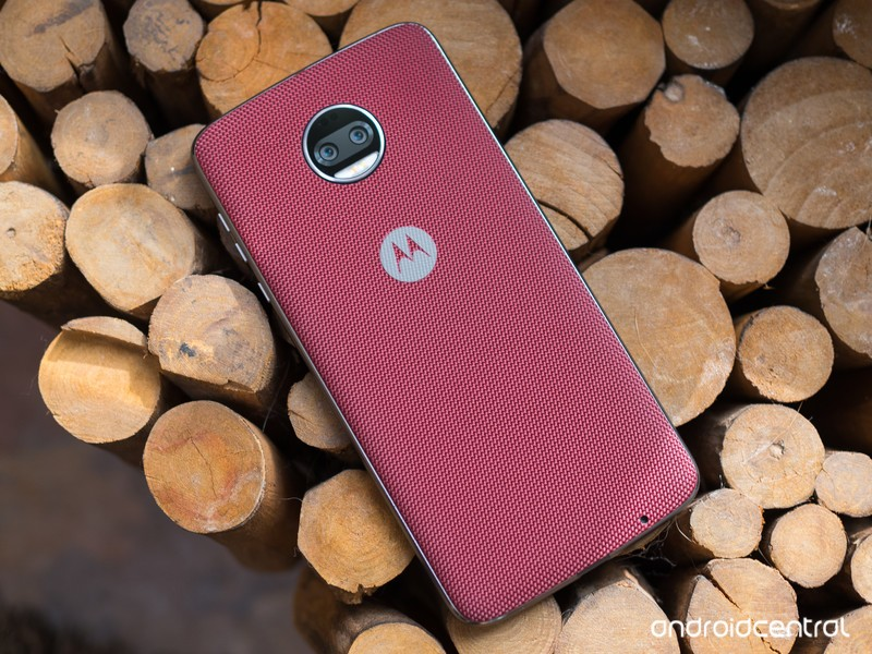 moto-z2-force-red-wood.jpg?itok=yUK8Gxmc