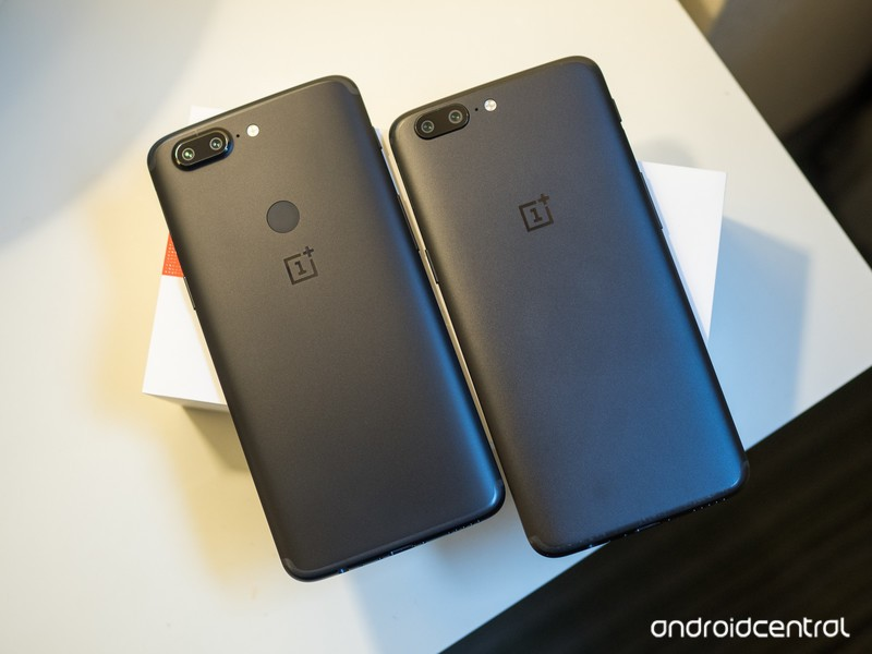 oneplus-5t-vs-oneplus-5-black-backs.jpg?