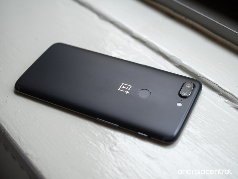 oneplus-5t-black-back-full.jpg?itok=Aioo