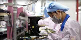 Apple Supplier Foxconn Halts Interns' Illegal Overtime at iPhone X Factory in China