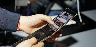 Samsung's W2018 flip phone has a variable aperture camera