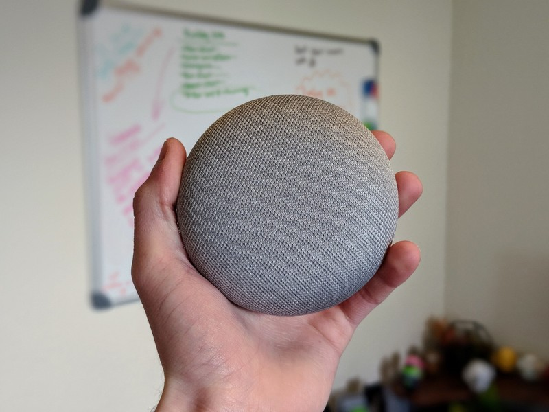Google-Home-Mini-in-hand_0.jpg?itok=egVk