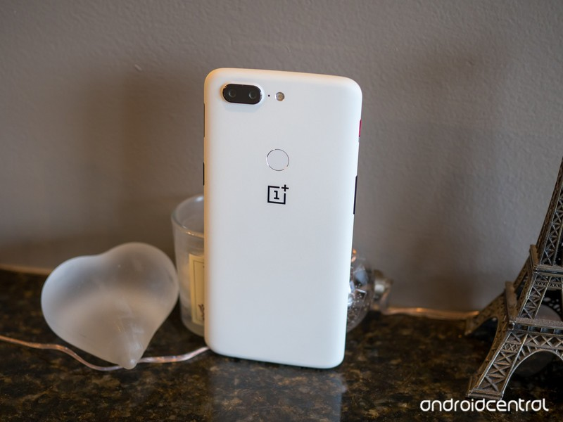 oneplus-5t-sandstone-white-back-angle-st