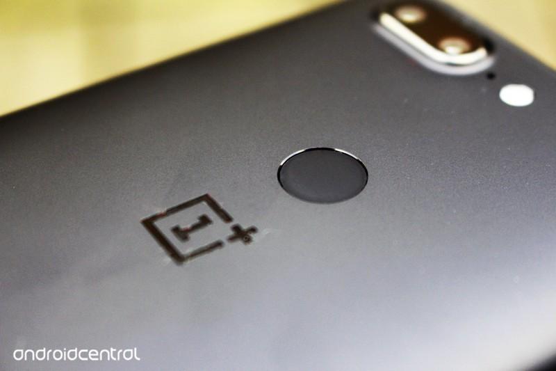 oneplus-5t-fingerprint-b3bu.jpg?itok=ghM