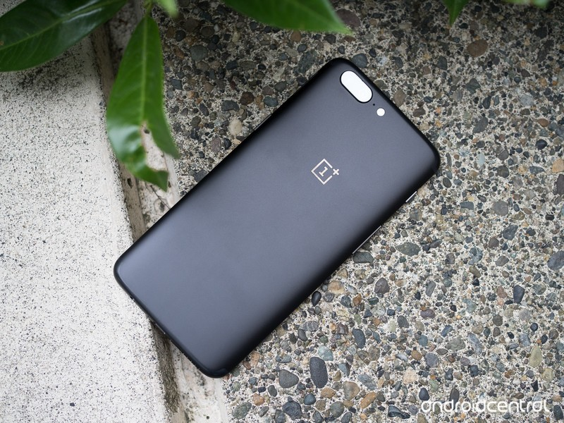 oneplus-5-black-pavement.jpg?itok=vjuv5c