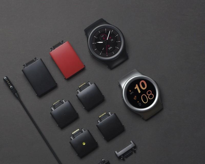 blocks-smartwatch-1.jpg?itok=00SAROET