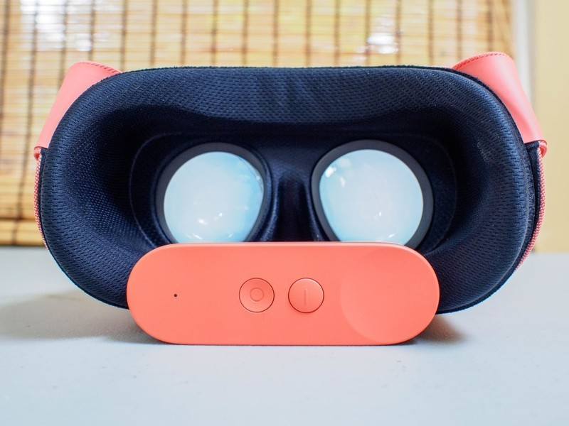 daydream-view-2017-face.jpg?itok=dt_-37S
