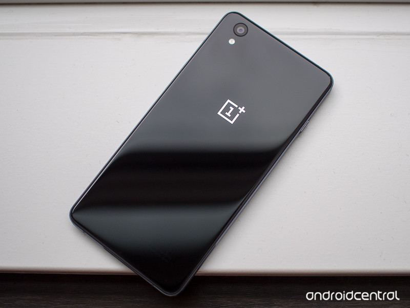 oneplus-x-black-back-window.jpg?itok=MHY