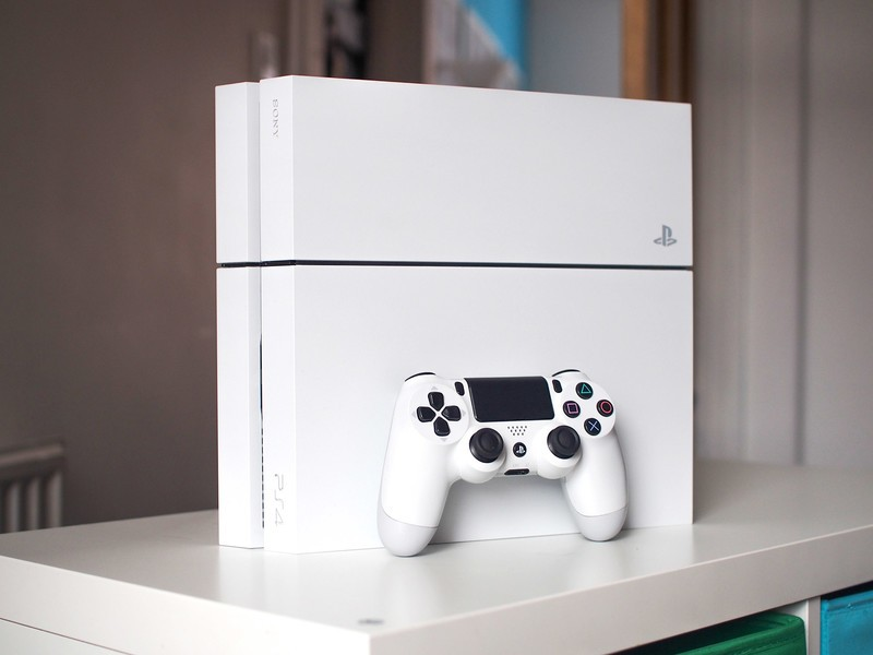 ps4-white-stood-controller.jpg?itok=C_FV