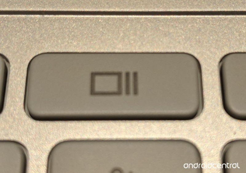 chromebook-window-switch-key.jpg?itok=jT