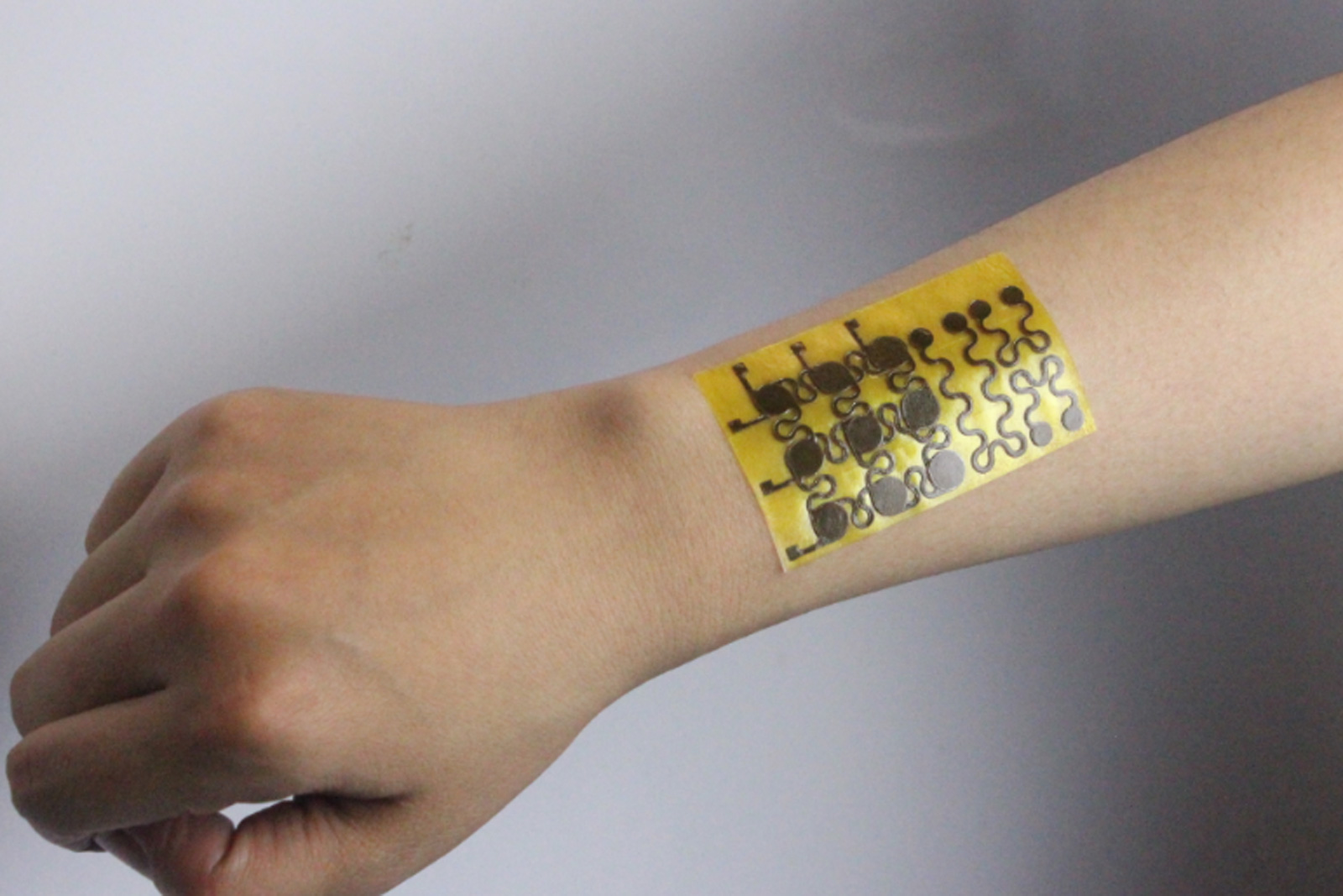 Rugged e skin can heal its cuts and scrapes aivanet for Artificial skin for tattooing