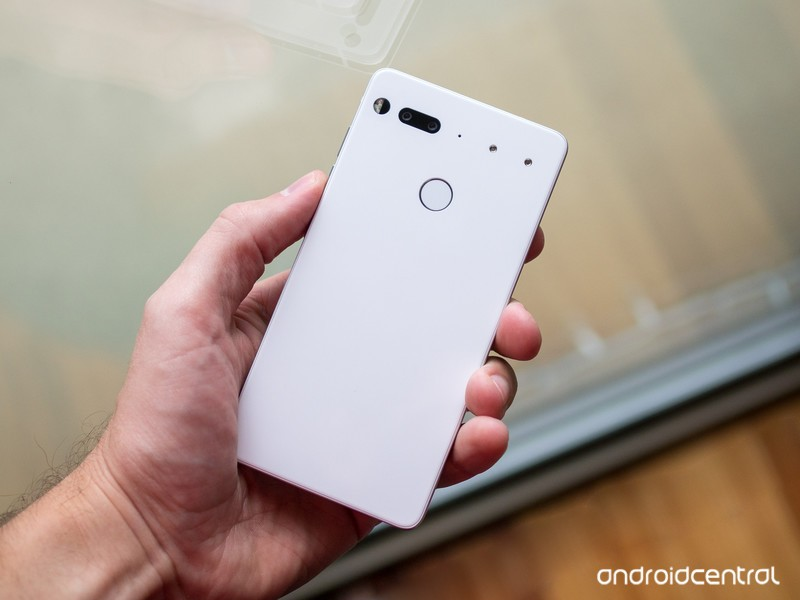 essential-phone-white-back-in-hand.jpg?i