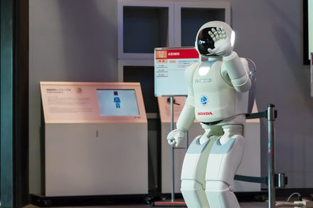 Virtual reality training ground helps robots prepare for the real world