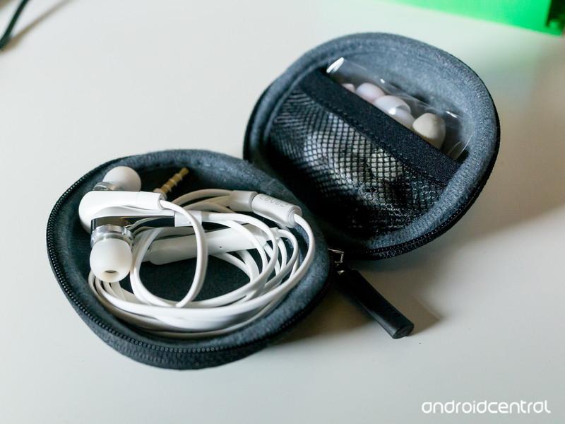 Headphones-2.jpg?itok=Ixjm9s2U