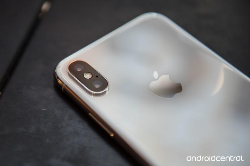 pixel-2-xl-iphone-x-4.jpg?itok=wskuH6Oy