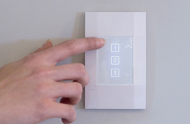 Deako-smart-switch-press_0.jpg?itok=2YgJ