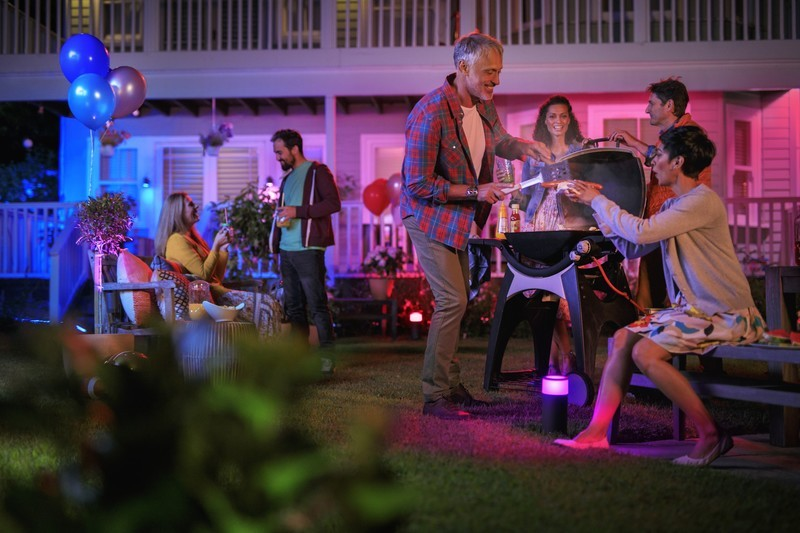 philips-hue-outdoor.jpg?itok=USoceLgs
