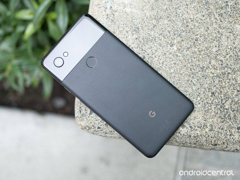 google-pixel-2-xl-black-on-bench.jpg?ito