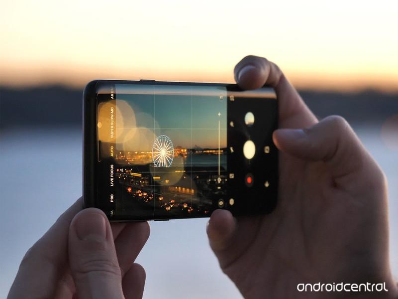 galaxy-s9-plus-in-hand-camera-sunset.jpg