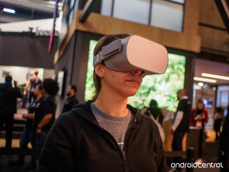 oculus-go-lory-angle.jpg?itok=RAxDGCoK