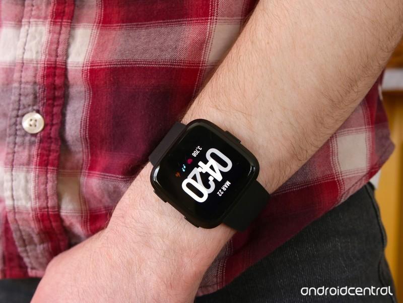 fitbit-versa-review-1_0.jpg?itok=Dl6M8b1