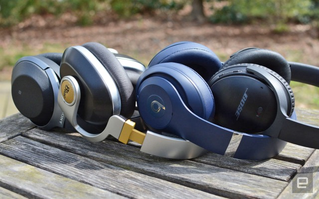 headphones-bg-lead-ed_640.jpg