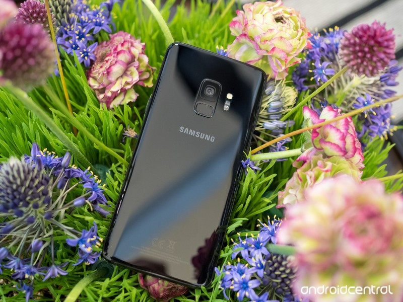 samsung-galaxy-s9-black-back-in-flowers.