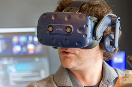 Researchers claim hackers can create havoc in the Oculus Rift, HTC Vive