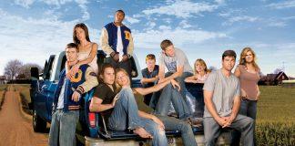 Football drama 'Friday Night Lights' starts streaming on Hulu
