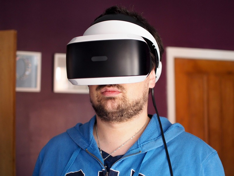 playstation-vr-richard-2.jpg?itok=Z3VKht
